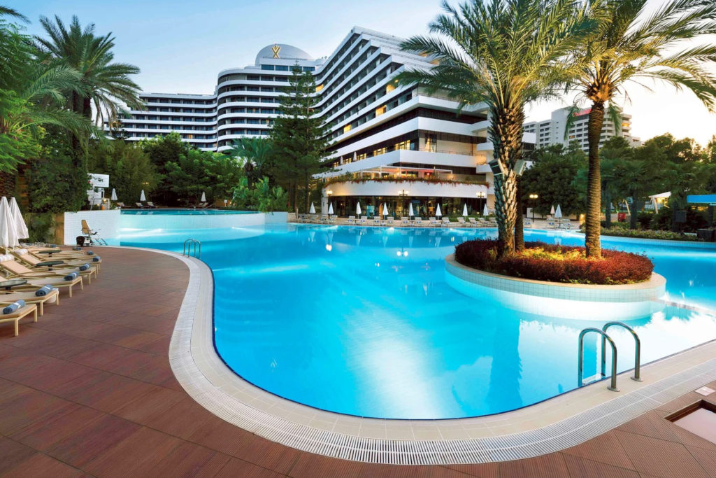 medworld-clinic-rixos-downtown-swimming-pools